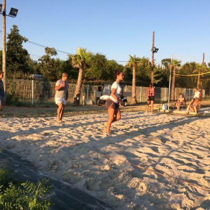 Volley les pieds dans le sable